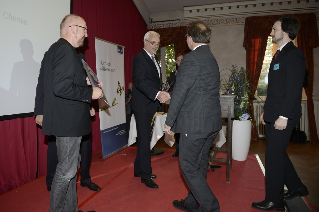 Wirtschaftsminister Garrelt Duin gratuliert Preisträger EcoAFFF