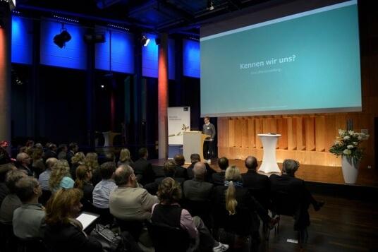 Julian Peters erzählt von seinen Erfahrungen mit der Gründerinitiative.