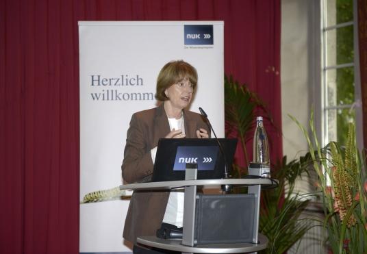 OB Henriette Reker begrüsst das Publikum.